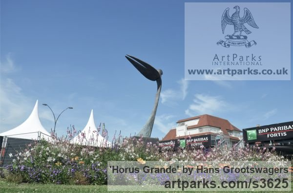 Bronze Garden Or Yard / Outside and Outdoor sculpture by sculptor Hans Grootswagers titled: 'Horus Grande (Minimalist Bronze abstract Raptor garden/Yard sculpture)' - Artwork View 5