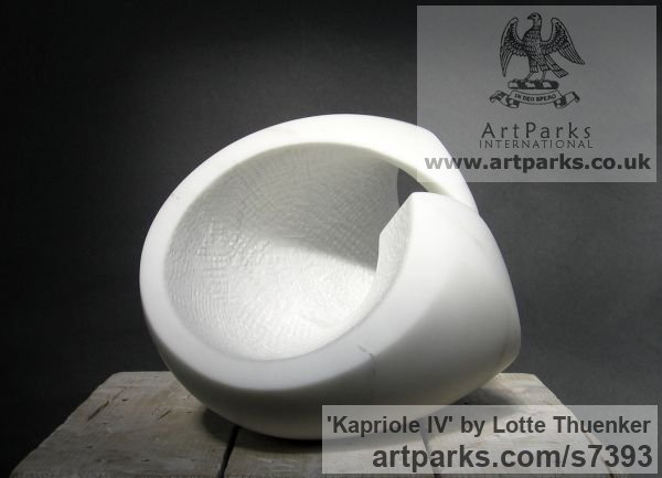 Carrara marble Abstract Loop Indoor and Outside Sculptures / Statues / statuettes sculpture by sculptor Lotte Thuenker titled: 'Kapriole IV (abstract Contemporary minimalist stone Indoor statuettes)' - Artwork View 3