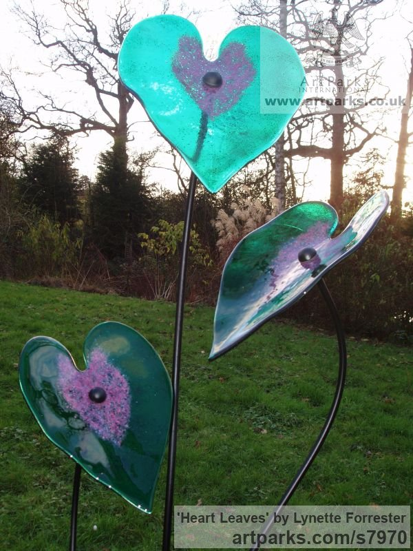 Glass, powder coated steel & slate Varietal cross section of Floral, Fruit and Plantlife sculpture by sculptor Lynette Forrester titled: 'Heart Leaves (Emerald and Pink Coloured Art Glass Floral sculpture)' - Artwork View 2