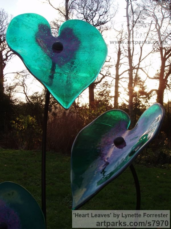Glass, powder coated steel & slate Varietal cross section of Floral, Fruit and Plantlife sculpture by sculptor Lynette Forrester titled: 'Heart Leaves (Emerald and Pink Coloured Art Glass Floral sculpture)' - Artwork View 3