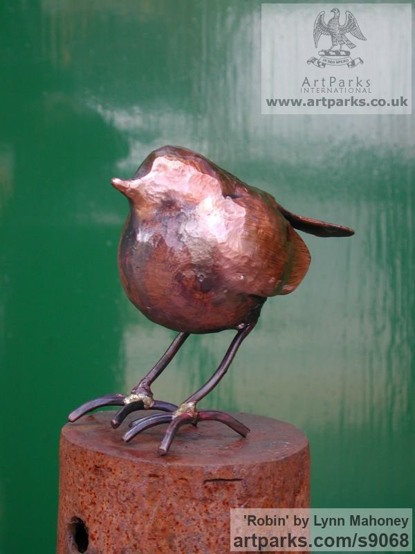 Copper European Animals Birds Reptiles sculpture statuettes sculpture by sculptor Lynn Mahoney titled: 'Robin (Little garden Bird statue Indoor sculptures)' - Artwork View 2
