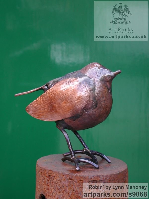 Copper European Animals Birds Reptiles sculpture statuettes sculpture by sculptor Lynn Mahoney titled: 'Robin (Little garden Bird statue Indoor sculptures)' - Artwork View 3