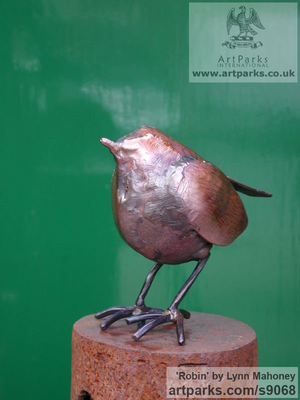Copper European Animals Birds Reptiles sculpture statuettes sculpture by sculptor Lynn Mahoney titled: 'Robin (Little garden Bird statue Indoor sculptures)' - Artwork View 4