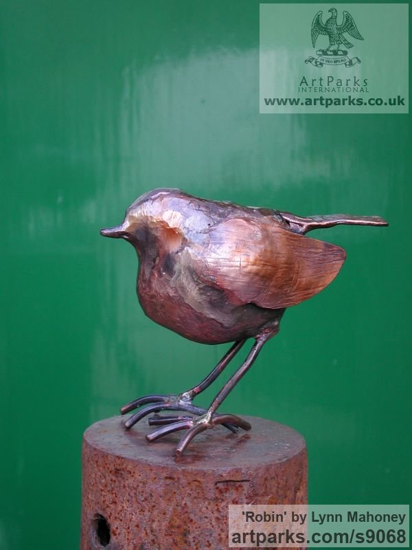Copper European Animals Birds Reptiles sculpture statuettes sculpture by sculptor Lynn Mahoney titled: 'Robin (Little garden Bird statue Indoor sculptures)' - Artwork View 5