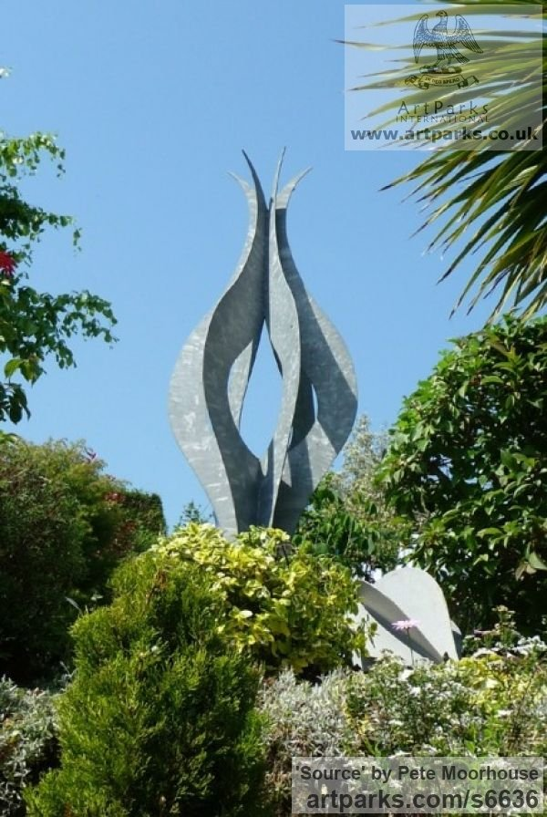 Mild Steel Abstract Contemporary Modern Outdoor Outside Garden / Yard sculpture statuary sculpture by sculptor Pete Moorhouse titled: 'Source (Steel abstract Symmetric Plant Bud Steel Modern statue)' - Artwork View 3
