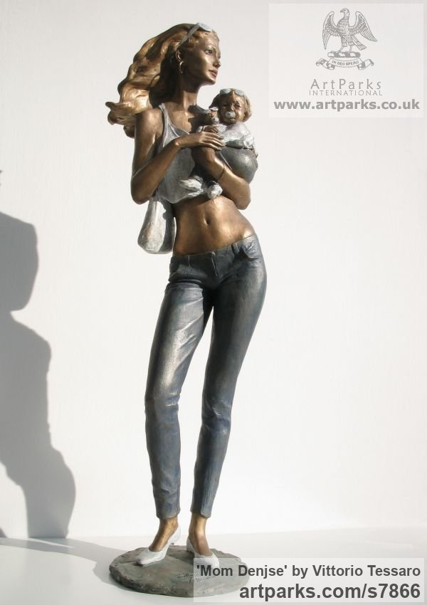 Bronze Females Women Girls Ladies sculpture statuettes figurines sculpture by sculptor Vittorio Tessaro titled: 'Mom Denjse (Happy Young Mother and Baby/Child statue)' - Artwork View 3