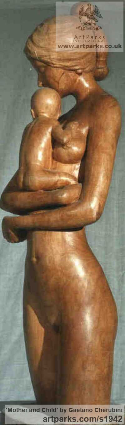 Apple Wood Parent - Child sculpture by sculptor Gaetano Cherubini titled: 'Mother and Child (Carved Wood Mother and Infant statue/sculpture/carving)'