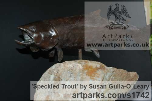 Bronze Wild Animals and Wild Life sculpture by sculptor Susan Gulla-O`Leary titled: 'Speckled Trout (Small bronze Swimming/Feeding Fish statues/statuettes)'
