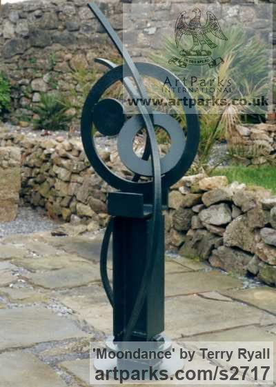 Welded mild steel Garden Or Yard / Outside and Outdoor sculpture by sculptor Terry Ryall titled: 'Moondance (abstract Contemporary Modern fabricated Steel sculptures)' - Artwork View 3
