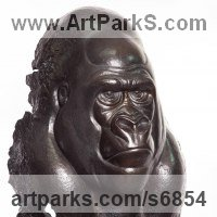 Primate / Apes Sculpture by sculptor artist Florence JACQUESSON titled: 'Gorilla (Little bronze Ape statue/statuette)' in Bronze
