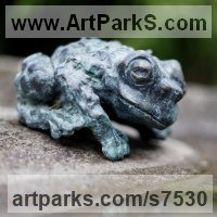 Bronze Frogs Toads, Newts, Salamanders and Amphibians sculpture by Ágnes Nagy titled: 'Toad (Bronze Warty Squatting Resting Toad statuette)'
