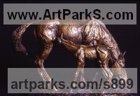 Bronze Horses Small, for Indoors and Inside Display sculpturettes Sculptures figurines commissions commemoratives sculpture by sculptor David Cornell titled: 'Mare and Foal'