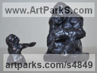 Bronze Primate / Apes sculpture by Edward Waites titled: 'Gorilla Family (Little Gorilla family bronze statue statuette ornament)'