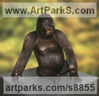 Bronze African Animal and Wildlife sculpture by sculptor Ernst Paulduro titled: 'Western Lowland Gorilla (Little African statuettes)'