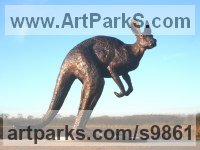 Foundry bronze Wild Animals and Wild Life sculpture by Graham High titled: 'Alert kangaroo (Small Bronze Standing Watching statue)'