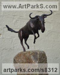 Bronze African Animal and Wildlife sculpture by sculptor Hans Koenen titled: 'Gnu (Little Bronze Wildebeest or Gnu Indoor statuette)'