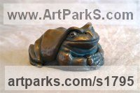 Bronze Verdigris Resin Animals in General sculpture sculpture by sculptor Moira Purver titled: 'Smiths Tree Frog'