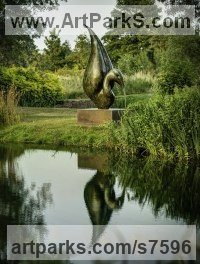Bronze Wild Bird sculpture by Simon Gudgeon titled: 'Thoth (Large abstract Wader Water Fountain sculpture)'