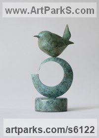 Bronze Small bird sculpture by Stephen Page titled: 'Brenin (bronze Wren Perched statuettes statues)'