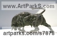 Bronze Cattle, Kine, Cows, Bulls, Buffalos, Bullocks, Heifers, Calves, Oxen, Bison, Aurocks, Yacks sculpture by Vittorio Tessaro titled: 'Bull (Small Charging Rampaging Bull statuette statue)'