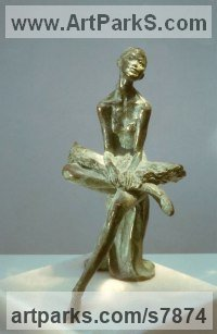Bronze Small / Little Figurative sculpture / statuette / statuary / ornament / figurine sculpture by Vittorio Tessaro titled: 'Sitting Ballerina (Resting Seated Ballerina Ballet Dancer statuette)'